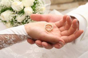 Обряд обмена новыми кольцами и передачи старых колец детям