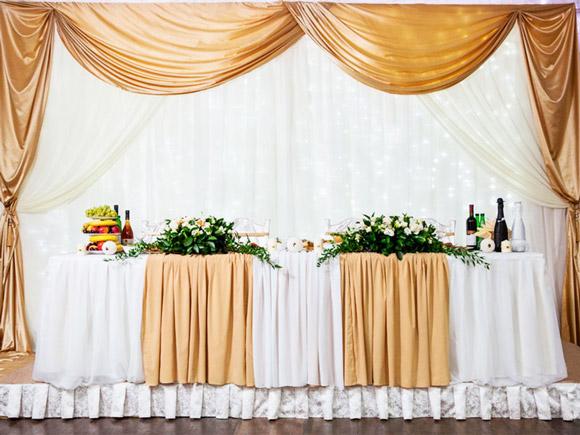 Оформление помещения в золотом стиле