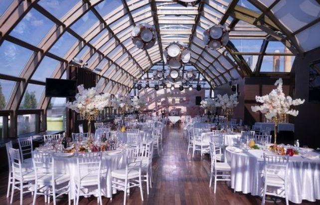 10 годовщина свадьбы - помещение в белых тонах